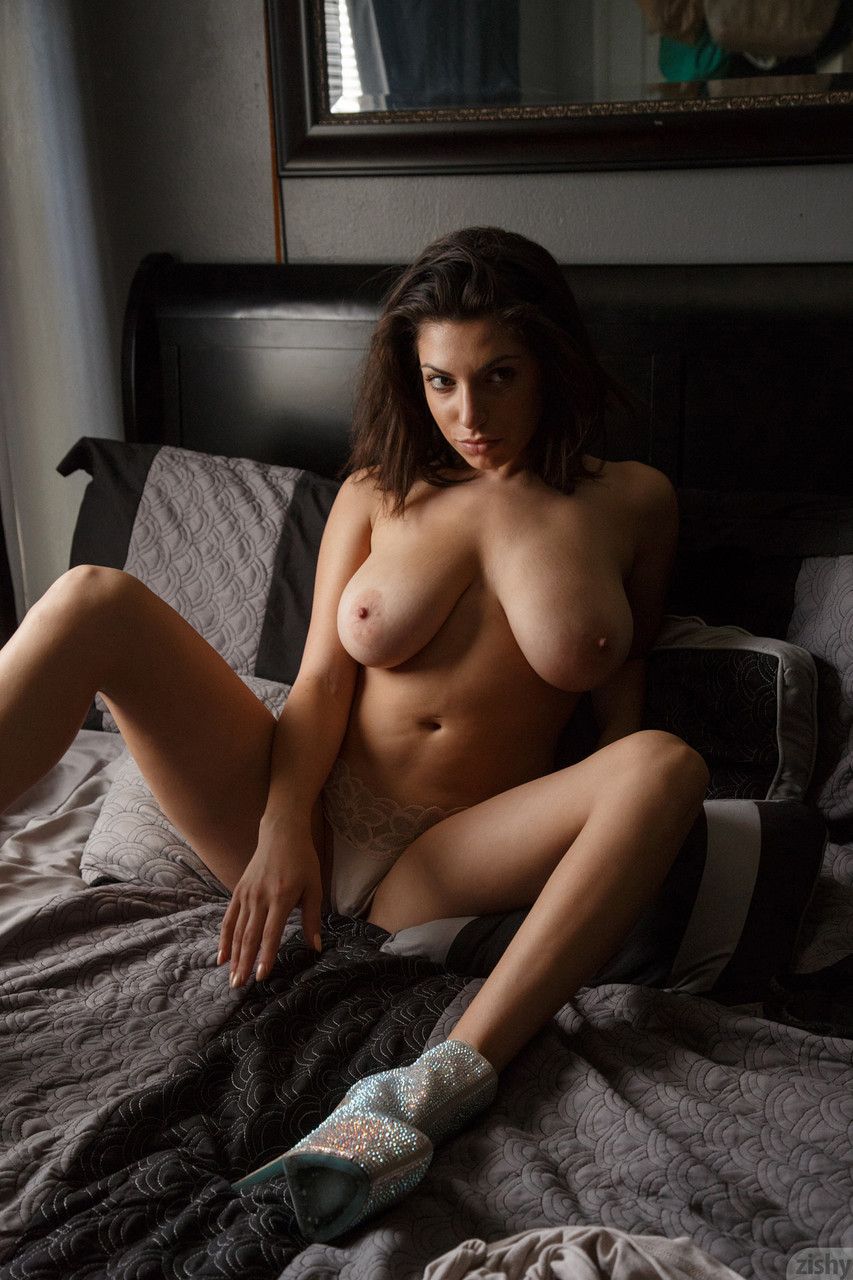 Teen girl Darcie Dolce displays her huge tits and big ass in a solo